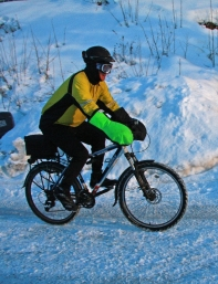 Morten Kerr demonstrates winter cycling in Norway