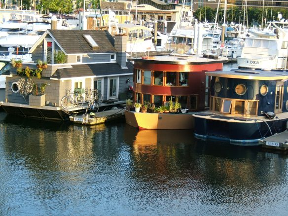 Sunrise - Waterfront, Vancouver - Houseboats on Coal Harbour