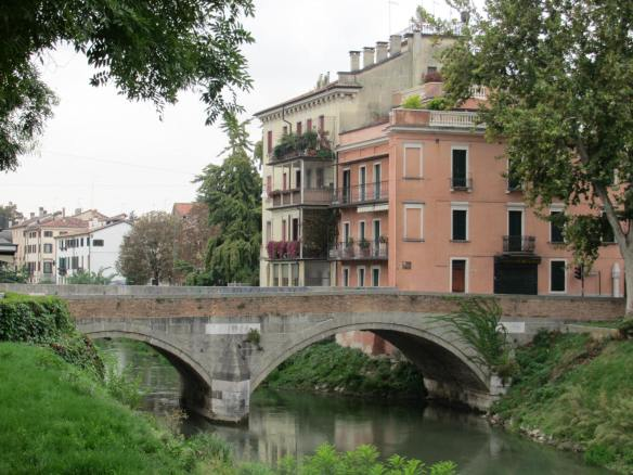 Padua cycle ride by river