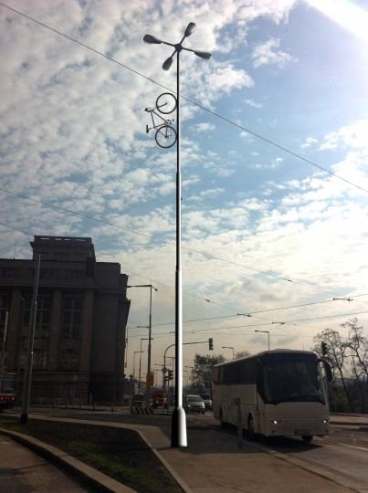 http://www.auto-mat.cz/2013/01/pupuv-pomnik-jiz-na-jare-podporite-jeho-vznik/