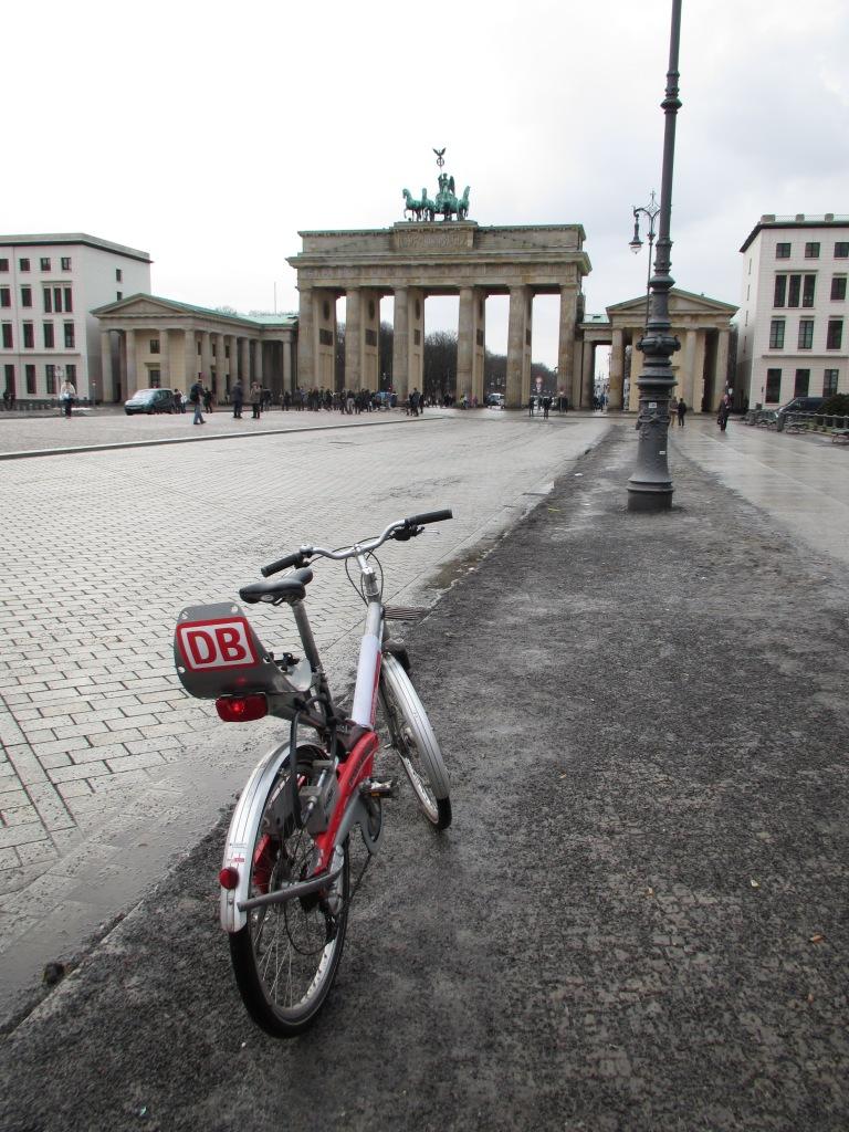 Brandenburg Gate Deutschebahn call bike