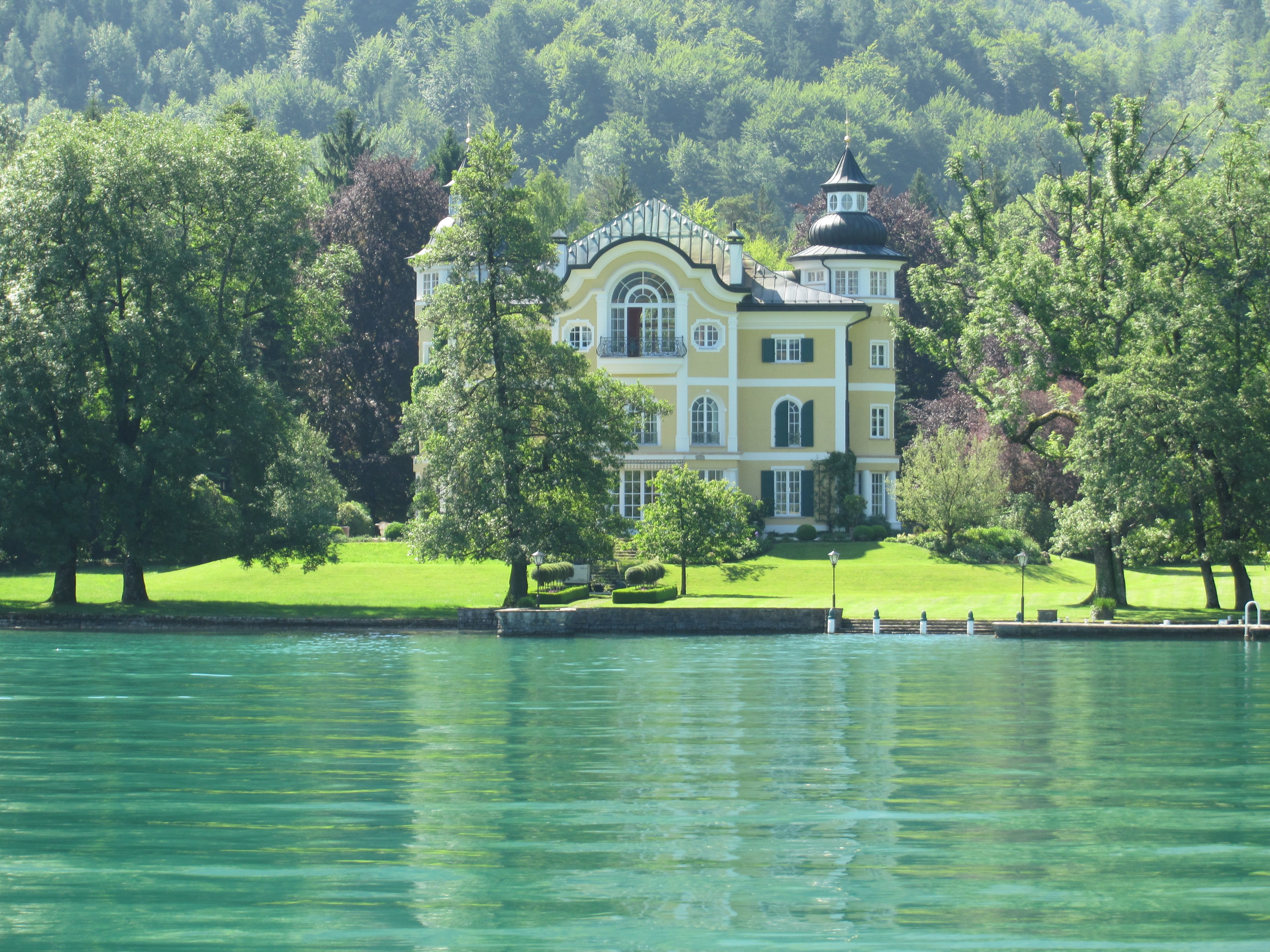 Lakeside landscapes and villages upper austria s for Lakeside home