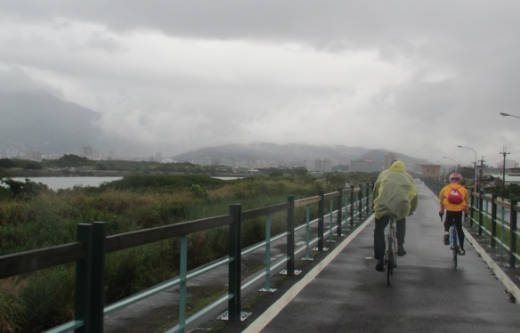Riverside cycle route Taipei