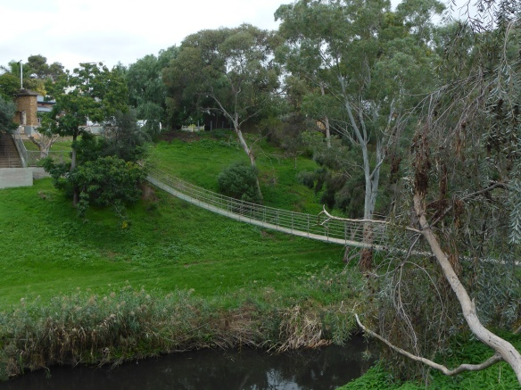 Suspension walkway Torrens River Adelaide