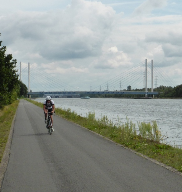 Havenlaan cycle path between Hassalt and Genk Flanders