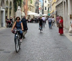 cyclists-of-verona-1
