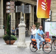 older-cyclists-of-verona-7