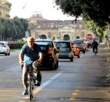 older-cyclists-of-verona-8