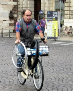 older-cyclists-of-verona