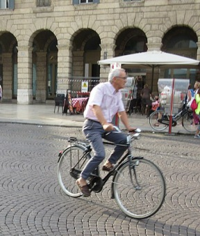 older-verona-cyclists-6