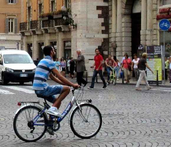 verona-ethnic-minority-cyclists-4