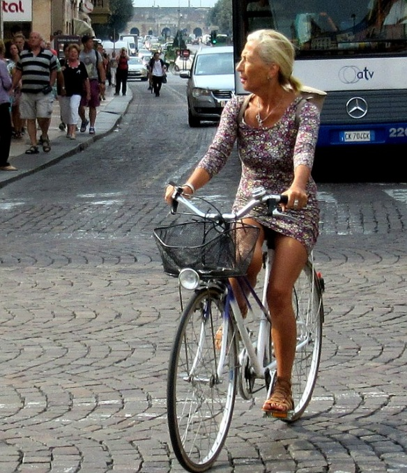 women-cyclists-of-verona-10