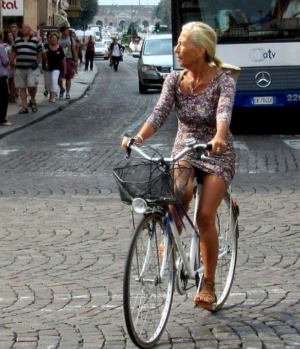 women-cyclists-of-verona-10