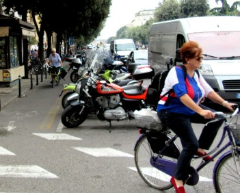women-cyclists-of-verona-11