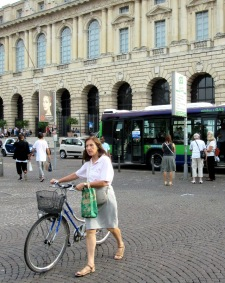 women-cyclists-of-verona-12