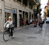 women-cyclists-of-verona-4