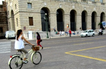 women-cyclists-of-verona-7