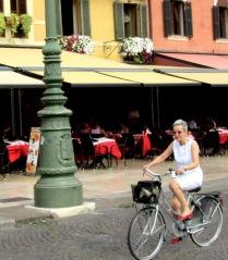women-cyclists-of-verona-8