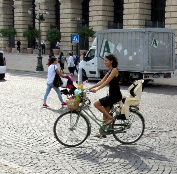 women-cyclists-of-verona-9